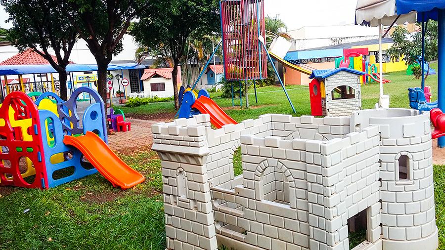 Playground no Objetivo Júnior
